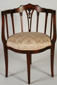 Charmant Edwardian Inlaid Mahogany Corner Chair On