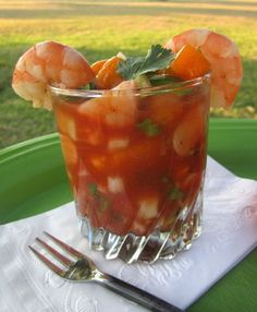 Coctel de Camarones – Mexican Shrimp Cocktail This is without a doubt one of my absolute favorite dishes. Until I recently made this I've only ordered it in restaurants. I was first introduced to this amazing shrimp cocktail in Puerto Vall. Sashimi, Shrimp Recipes, Appetizer Recipes, Mexican Appetizers, Shrimp Dishes, Appetizer Ideas, Fish Dishes, Salad Recipes, Main Dishes