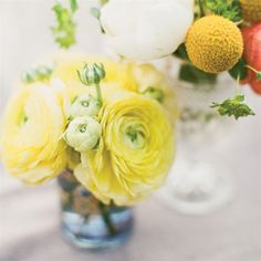 likes: this shade of yellow, the flowers...looks very cute with the tinted glass vase