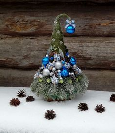 Pin by Patricia Barnes on Projects to Try Christmas Urns, Christmas Ornaments To Make, Victorian Christmas, Crafts To Do, Christmas Themes, Holiday Crafts, Christmas Design, Christmas Wreaths, Christmas Drawing