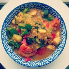 My all-time favourite; with onion, garlic, ginger, zucchini, curry powder, red lentils, harissa, vegetable broth, coconut milk, lemon zest and juice, tomato, bell pepper, soy sauce and chicken