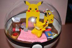 Pokeball Terrarium Pikachu Room Diorama Pokeball with stand Pokemon Craft, Pokemon Fan, Pokemon Terrarium, Las Vegas Vacation, Mall Of America, Polymer Clay Projects, Terrariums, Diorama, Pikachu