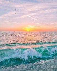 How to Take Good Beach Photos Ocean Wallpaper, Summer Wallpaper, Summer Waves, Summer Sunset, Spring Summer, Beach Please, Ocean Photography, Photography Tips, Portrait Photography