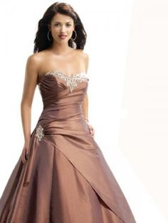 This is so beautiful. I would love to wear this to a special Ball!