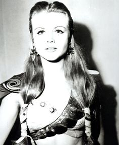 Angela Lansbury | 28 Sexy Pictures Of Older Actors When They WereYoung