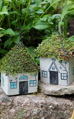 DIY ~ little house with moss roof