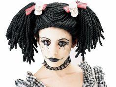 30 ideas de maquillaje de Halloween para chicas Si todavía no has pensado de que vas a disfrazarte en Halloween te mostramos algunas ideas sencillas de maquillajes que te pueden servir de inspiración. Hay un montón de maquillajes originales y divertidos que puedes hacer si eres chica, te proponemos algunas ideas que te pueden servir de inspiración para tu disfraz de la noche de brujas Maquillaje de muñeca Las muñecas diabólicas siempre dan resultado, puedes disfrazarte de muñeca…