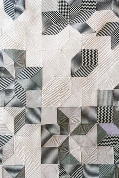 Black and white patchwork quilt Motifs Textiles, Textile Patterns, Textile Art, Modern Quilt Patterns, Modern Quilting, Black And White Quilts, Black White, Machine Quilting, Quilting Designs