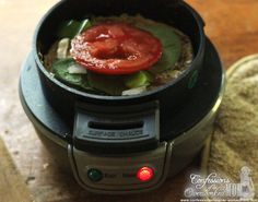Herbed Cheese, Spinach and Tomato Gourmet Sandwich Hamilton Beach Breakfast Sandwichmaker Tomato / basil / cheese melt 1 sourdough English muffin 3 teaspoons pesto 1 thin slice mozzarella cheese 1 roasted red pepper 1 egg white Salt and pepper Gourmet Sandwiches, Sandwich Maker Recipes, Sandwich Ideas, Breakfast Sandwich Recipes, Healthy Breakfast Recipes, Gourmet Breakfast, Eat Breakfast, Sweet Potato Breakfast, Muffin