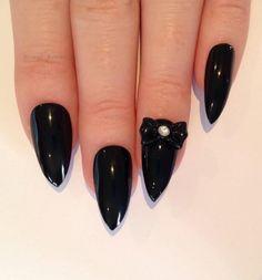 Gotycki manicure - super pomysły na czarne paznokcie - Strona 8