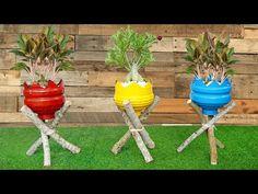 Art Plastic, Plastic Bottle Planter, Plastic Bottle Flowers, Plastic Bottle Crafts, Recycle Plastic Bottles, House Plants Decor, Plant Decor, Pot Jardin, Recycled Garden