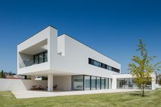 House Bl by Hugo Monte