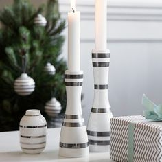 The stripes adorn the minimalist candle holders and elegantly match your other Christmas decorations.