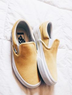 Klassischer Slip-On Wildleder Plateau Sneaker - Outfits idea - Shoes Sock Shoes, Vans Shoes, Cute Shoes, Me Too Shoes, Shoe Boots, Shoes Heels, Adidas Shoes, Flat Shoes, Flats