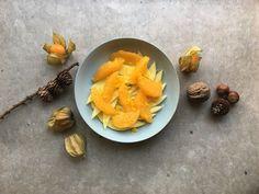 Marinerte mango- og appelsinskiver Carrots, Mango, Vegetables, Desserts, Food, Manga, Tailgate Desserts, Carrot, Deserts