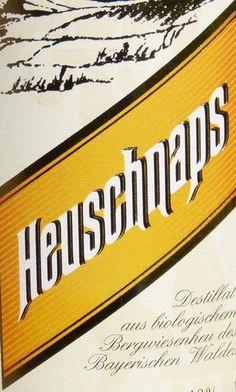 """Heuschnaps von Liebl 40%Vol. - 0,5 ltr   Für viele von uns klingt """"Schnaps"""" verwerflich. Jedoch erklärt Wikipedia es so:  """"... Das Wort Schnaps kommt aus der niederdeutschen Sprache und ist verwandt mit dem Wort """"schnappen"""", was sich darauf bezieht, dass der Schnaps normalerweise in einem schnellen Schluck aus einem kleinen Glas (Kurzer, Stamperl, Schnapper, Schnabbes) getrunken wird..."""" Prost"""