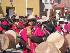6 de agosto, Parade zum Nationalfeiertag Bolivien wurde in Bolivien, Altiplano aufgenommen und hat folgende Stichwörter: Indigena.