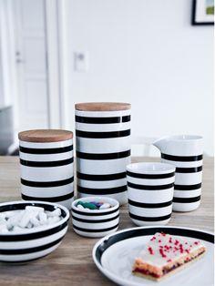 Kähler Omaggio Keramikdose | Schwarz-Weiß · Gedeckter Tisch · BåRWALDSON | Online-Shop für skandinavisches Design