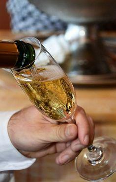 ¡En Divinísimo conocerás los requisitos de elaboración que deben cumplir el champán y el cava!: http://www.sal.pr/2013/06/05/cavitas-y-champancitos/