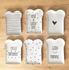 Inspiration lustige Teller + Lettering Inspiration lustige Teller +… – Hobbies paining body for kids and adult Diy Clay, Clay Crafts, Diy And Crafts, Ceramic Cafe, Ceramic Pottery, Cute Kitchen, Ceramic Painting, Pottery Painting, Clay Projects