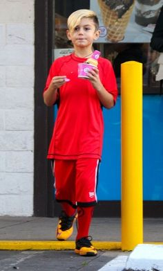 Kingston Rossdale - Gwen Stefani and Family Get Ice Cream — Part 2