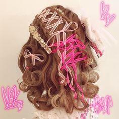 Two-color ribbon for lace-up design Half-up design . Kawaii Hairstyles, Cute Hairstyles, Melanie Martinez Dress, Lolita Makeup, Hair Arrange, Long Locks, Pin Up, Cute Makeup, Harajuku Fashion