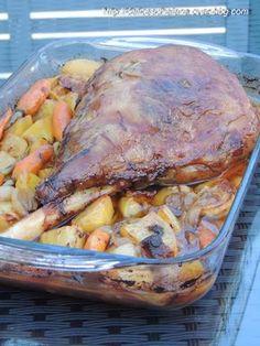 Une recette spécialement testé à l'occasion de Pâques. Je voulais une cuisson lente et douce pour ne pas agresser la chair de la viande, celle-ci est juste parfaite et le jus rendu par la viande parfume à merveille les légumes. Un excellent plat! Pour...