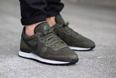 Nike Internationalist Tech Fleece: Khaki