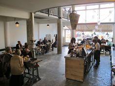 Hopper Coffee & Bakery http://www.foodinspiration.nl/article/2014-02-04-magazine-83-rotterdams-ruig