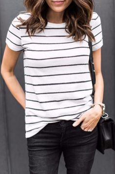 Amazing casual stripe outfits ideas for women (7)