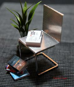 Tutorial on making wire chair. http://mitchymoominiatures.blogspot.com/2011/04/four-modern-chairs-for-under-10.html