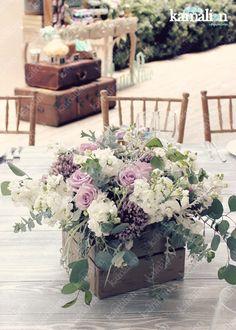 www.kamalion.com.mx - Centros de Mesa / Centerpiece / Flores / Menta & Morado / Mint & Purple / Rustic Decor / Flower decor / Vintage / Madera / Lecheros / Maletas / Reloj / Garland / Clock / Candles / Wedding.