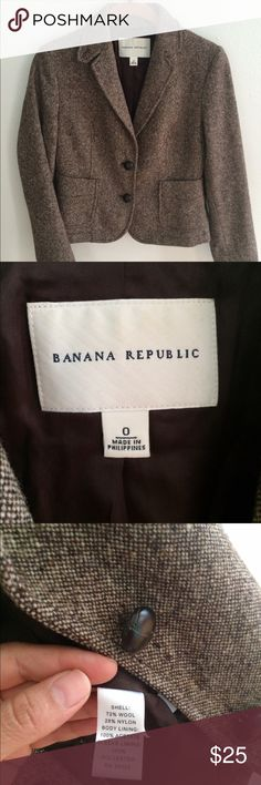 Banana Republic cropped jacket Banana republic Cropped jacket in herringbone size 0. very good used conditions Sleeves are 23 inches long Total length of blazer is 20 inches Banana Republic Jackets & Coats Blazers