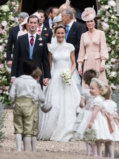 The first official photos of Pippa Middleton and James Matthews as a married couple are here! 💏 Check them out, and get details about everything from her gorgeous dress to the traditional ceremony, at the link in our bio. Pippa Middleton Wedding Dress, Kate Middleton, Middleton Family, Pippas Wedding, Mermaid Wedding, Wedding Gowns, Wedding Couples, Wedding Cakes, Wedding Ideas