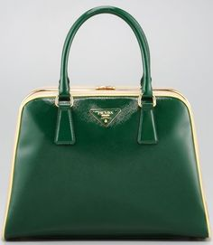 Prada jade frame purse, stunning in Red. Adds pop to any outfit- (even jeans! Beautiful Handbags, Beautiful Bags, Prada Handbags, Purses And Handbags, Fendi Purses, Fashion Bags, Fashion Accessories, Fashion Handbags, Wholesale Designer Handbags