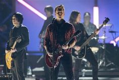 Queens of the Stone Age Scores First No. 1 Album - Entertainment & Stars