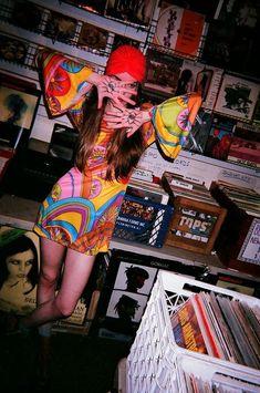 lovin that dress Hippie Love, Hippie Art, Hippie Style, Vinyl Music, Vinyl Art, Art Music, Vinyl Record Shop, Vintage Vinyl Records, Bob Dylan