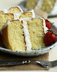 Perfect Vanilla Cake Recipe, Moist Vanilla Cake, Perfect Yellow Cake Recipe, Vanilla Buttermilk Cake, Food Cakes, Cupcake Cakes, Cake Cookies, Cupcakes, Köstliche Desserts