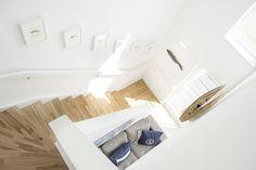 Treppe zu Schlafzimmer und großes Bad Bad, Cabinet, Storage, Furniture, Home Decor, Environment, Baltic Sea, Cottage House, Stairway
