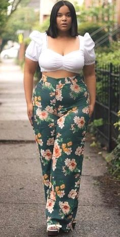 Curvy f - frauen mode curvy girl fashion, plus size fashion, plus size summer Cute Vacation Outfits, Cool Summer Outfits, Summer Fashion Outfits, Curvy Outfits, Summer Outfits Women, Mode Outfits, Fashion Dresses, Plus Size Dresses, Plus Size Outfits