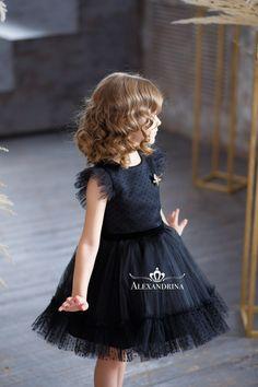 Frocks For Girls, Gowns For Girls, Toddler Girl Dresses, Little Girl Dresses, Girls Dresses, Kids Dress Clothes, Kids Dress Wear, Kids Frocks Design, Baby Frocks Designs