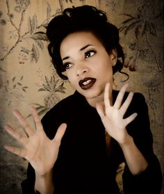 Alice Smith born 1978 is an American singer and songwriter her style anchored in rock RB blues jazz and soul Alice smith another love Alice smith on c Soul Singers, Female Singers, Sister Songs, New Bands, Black Girls Rock, Music Mix, Love People, Beautiful People