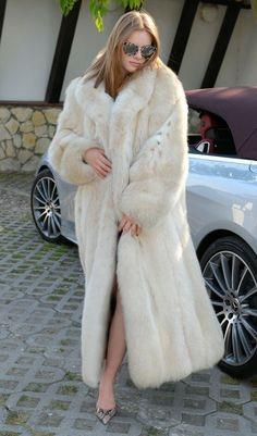 New real fox fur long coat clas russian sable jacket mink chinchilla lynx silver – Most Beautiful Fur Models Long Fur Coat, White Fur Coat, Trench Coat Outfit, Fox Coat, Mode Mantel, Mens Fur, Langer Mantel, Cute Jackets, Fur Fashion