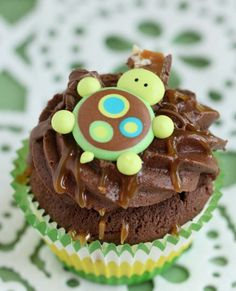 Sweetopia's Turtle Cupcakes and royal icing turtle topper tutorial.  (say that five times in a hurry)