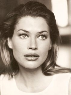 Carre Otis, Model
