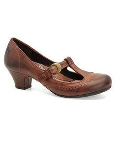 Classic/vintage inspired low heels