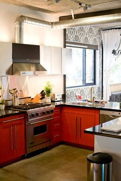 this looks so warm and inviting...a kitchen begging for people to hang out while cooking!