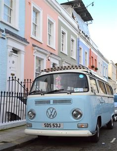 The 35 Must See Places in London: Wandering around Notting Hill is the perfect place to spot rows of pastel houses–and the pretty pastel vintage cars parked outside of them.