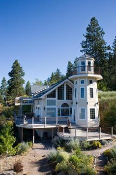Lighthouse Home. I would LOVE to live in this!