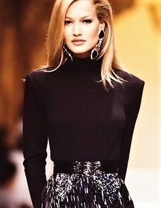 Karen Mulder -  Valentino,  Ready to Wear Fall/Winter 1992-1993